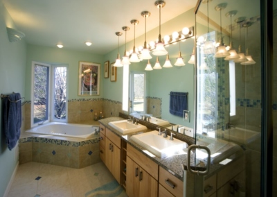 Smart Homes USA Design Ponte Vedra master bathroom corner tub pendant lights double vanity shower