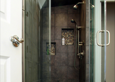 Smart Homes USA Design Ponte Vedra master bathroom steem room corner shower